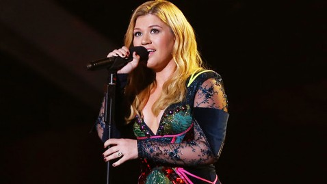 gty kelly clarkson jef 130104 wblog Kelly Clarkson Opens Up About Love, Wedding Plans