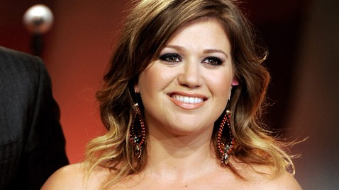 gty kelly clarkson nt 120314 wblog Has Kelly Clarkson Found Love?
