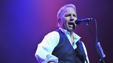 gty kevin costner ll 120413 wblog Kevin Costner on Houstons Funeral, His Song for Fallen Soldiers