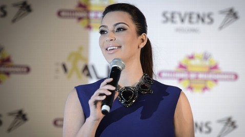 gty kim kardashian bahrain jt 121202 wblog Kim Kardashian Brings Out Fans, Protesters in Middle East