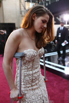 gty kristen stewart kb 130224 vblog Oscars 2013: Academy Awards Live Updates