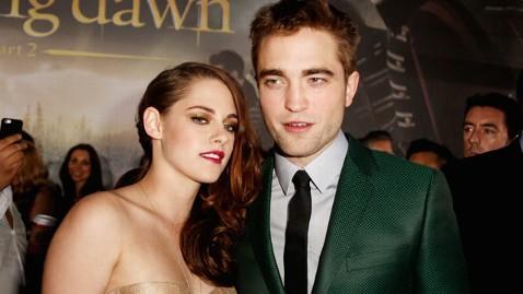 gty kristen stewart robert pattinson twilight premiere thg 121113 wblog Twilight Premiere a Feast For Fans