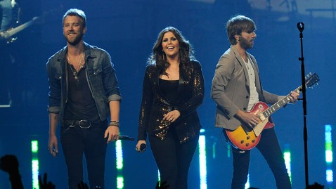 gty lady antebellum lpl 120517 wblog Lady Antebellum Serenades Indiana Students Who Lost School to Tornado