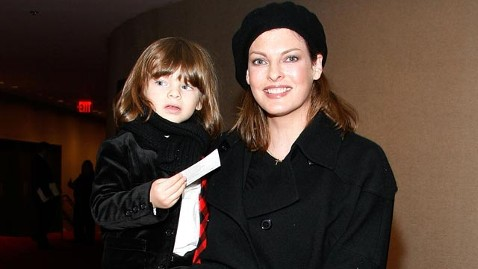 gty linda evangelista jef 120503 wblog Supermodel Linda Evangelista, French Tycoon Duke it Out Over Child Support