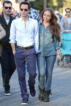 gty marc anthony chloe green lpl 130228 vblog Marc Anthony Steps Out With Much Younger Woman