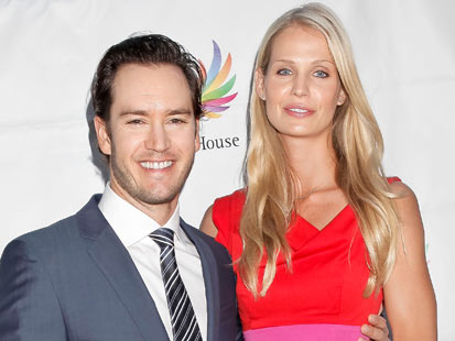 gty mark paul gosselaar dm 130312 main Saved By The Bell Star Mark Paul Gosselaar and Wife Are Having a Baby
