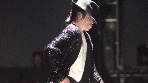 gty michael jackson moonwalking thg 130325 wblog Michael Jacksons Moonwalk Turns 30
