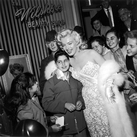 gty mm withfan mr 120711 vblog Marilyn Monroe: 50 Years After Her Death