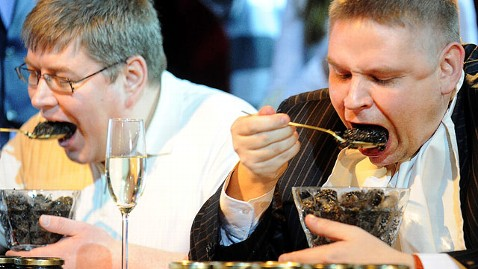 gty moscow caviar dm 120423 wblog Man Eats $5K Worth of Caviar in 90 Seconds