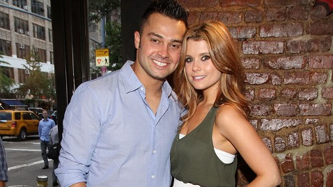 gty nick swisher joanna garcia thg 121113 wblog Nick Swisher and JoAnna Garcia Expecting First Child