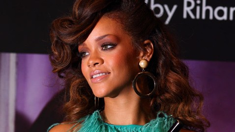 gty rihanna nt 120127 wblog Rihanna Taken to Hospital, Tweets Picture of IV in Arm