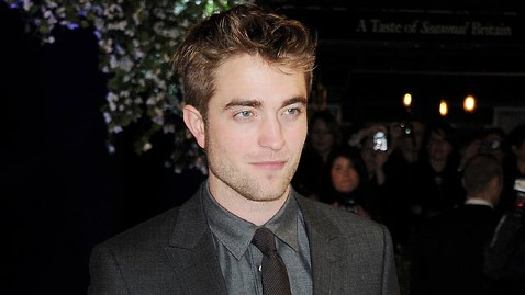 gty robert pattinson jp 111117 wblog Robert Pattinson Reportedly Holed Up at Reese Witherspoons Ranch