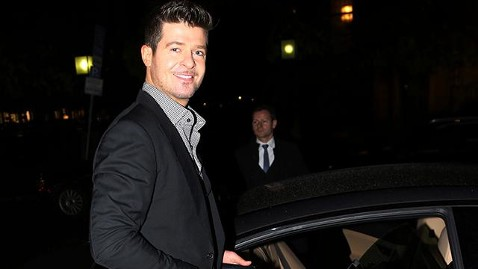 gty robin thicke mn ml 131108 wblog Robin Thickes Mission to Win Back Wife Paula Patton