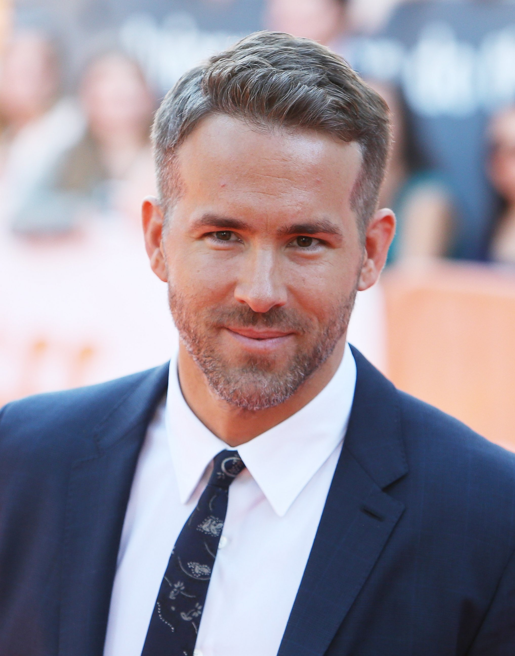 ... ryan reynolds flaunts silver hair thu 17 sep 2015 ryan reynolds Ryan Reynolds