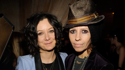 Sara gilbert engaged to linda perry