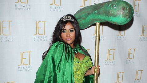 gty snooki pickle thg 120608 wblog Pregnant Snooki: 8 Surprising Things You Didnt Know