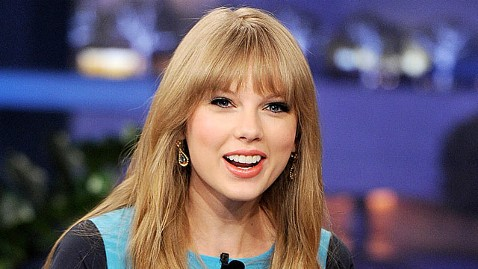 gty taylor swift dm 120312 wblog Taylor Swift Is No.1 on Billboards Top 40 Money Makers List
