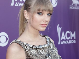 PHOTO: Musician Taylor Swift attends the 48th Annual Academy of Country Music Awards at the MGM Grand Garden Arena on April 7, 2013 in Las Vegas, Nev.