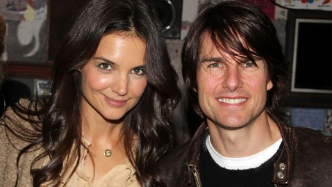 gty tom cruise katie holmes nt 120709 wblog Katie Holmes Reportedly Hid Divorce Plans With Disposable Cell
