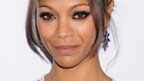 gty zoe saldana dm 120120 wblog Zoe Saldana Helps Injured Woman After Car Accident in California