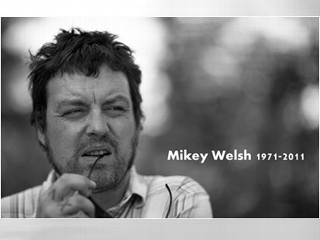 PHOTO: Blog: Former Weezer bass player Mikey Welsh dies