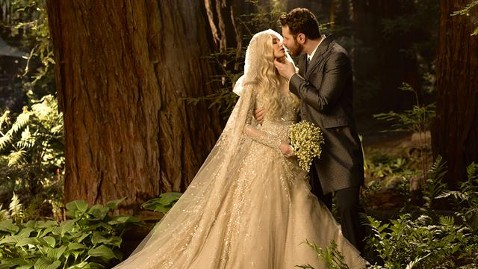 ht alexandra sean parker wedding ssmain lpl 130603 wblog Napster Co Founder Sean Parker Ties the Knot in Romantic, Magical Forest Wedding