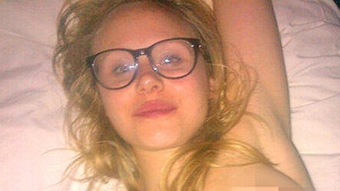 ht allison pill nt 120913 wblog Alison Pill of The Newsroom Accidently Tweets Topless Photo