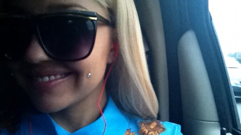 ht amanda bynes cheek tattoo thg 130116 wblog Amanda Bynes Shows Off New Cheek Piercing