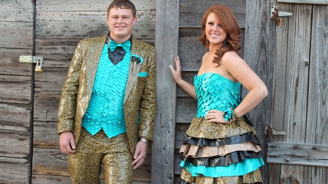 ht amber squires duct tape prom dress thg 130401 wblog Couple Wears Duct Tape Outfits to Prom