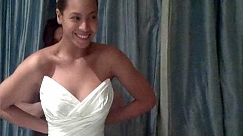 ht beyonce wedding dress jp 111117 wblog Beyonce Reveals Glimpse of Wedding Gown