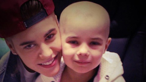 ht bieber child hospital tk 130107 wblog Justin Bieber Gives Private Concert to Leukemia Patient