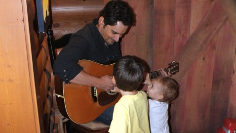 ht brad paisley kids tk 111011 wblog Hanging out With Country Star Brad Paisley Behind the Scenes