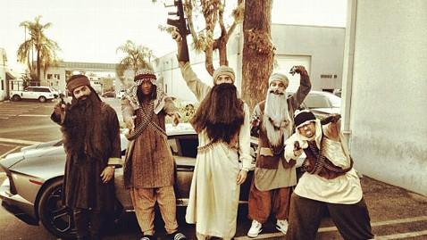 ht chris brown halloween nt 121101 wblog Chris Browns Questionable Halloween Costume
