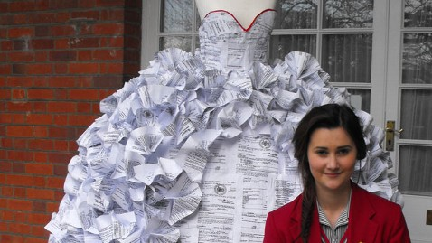 ht demi barnes divorce papers wedding gown tk 130506 wblog Student Creates Wedding Dress Out of Divorce Papers
