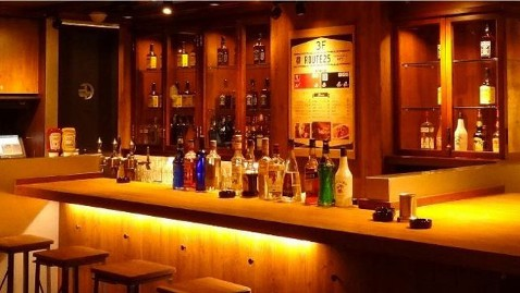 ht japan kfc 1 dm 120426 wblog KFC Japans New Bar Serves Chicken and Whiskey