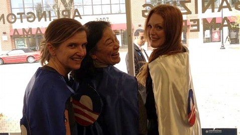 ht julianna moore obama lpl 121105 wblog Jay Z, Springsteen, Kid Rock, and More Stars Swarm the Campaign Trail
