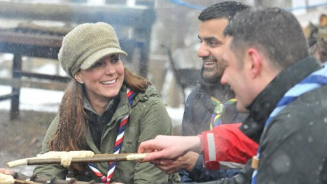 ht kate middleton outside mi 130322 wblog Kate Middletons Day in the Great Outdoors