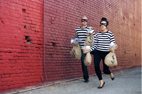 ht kim alex 8 120716 blog Partners In Crime: Engagement Photos Show Romance, Robbery