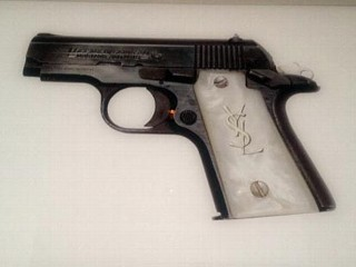 PHOTO: Kim Kardashian posted a picture of her gun with YSL gun handle to her Twitter, Nov. 1, 2012.
