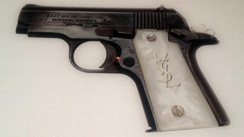 ht kim kardashin gun jef 130205 wblog Kim Kardashian Fans Outraged Over Gun Photo