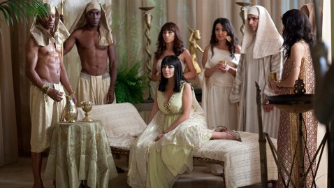 ht lindsay lohan elizabeth taylor cleopatra thg 12083 wblog First Look at Lindsay Lohan in Lifetimes Liz & Dick