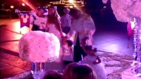 ht mariah nick entrance kb 130501 wblog Mariah Carey, Nick Cannon Renew Vows in Disneyland