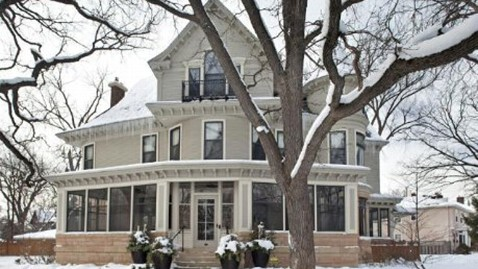 ht mary tyler moore house kb 121231 wblog Mary Tyler Moore Show House Up for Sale