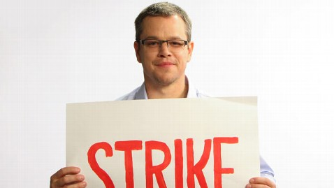 ht matt damon strike tk 130213 wblog Matt Damon Goes On Toilet Strike