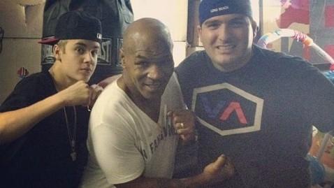 ht mike tyson twitter justin bieber 120529 wblog Justin Bieber Photog Scuffle Going to Prosecutors