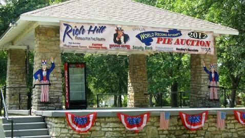 ht most expensive pie lpl 120710 wblog Pricey Pie Fetches $3,100 at Missouri Auction