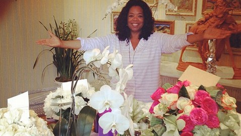 ht oprah birthday flowers instagram thg 130131 wblog Oprah Strains Back Lifting Gift from Tyler Perry