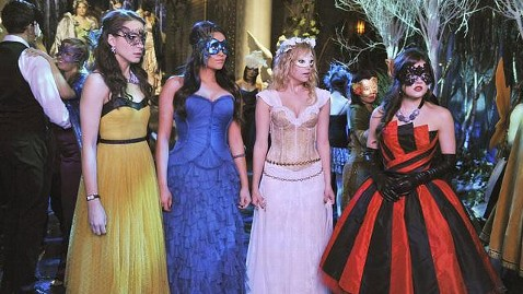 ht pretty little liars jt 120316 wblog Pretty Little Liars: 4 Exclusive Clues to Crack As Secret Identity
