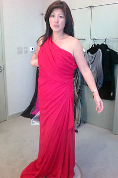 ht red cleopatra greco nt 111011 vblog Choosing a Dress for the White House State Dinner