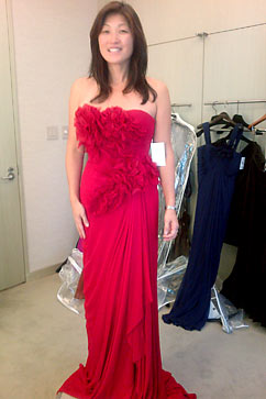 ht red roses nt 111011 vblog Choosing a Dress for the White House State Dinner